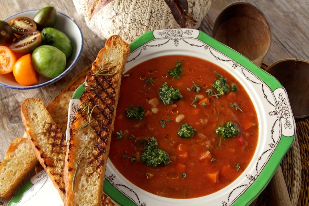 Tomato, Pepper & White Bean Minestrone Soup